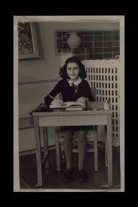 Anne II, Anne Frank Fonds Scrapbook