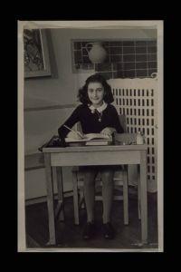 Anne II, Anne Frank Fonds Scrapbook